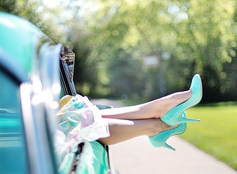 womans legs 887286_960_720 2