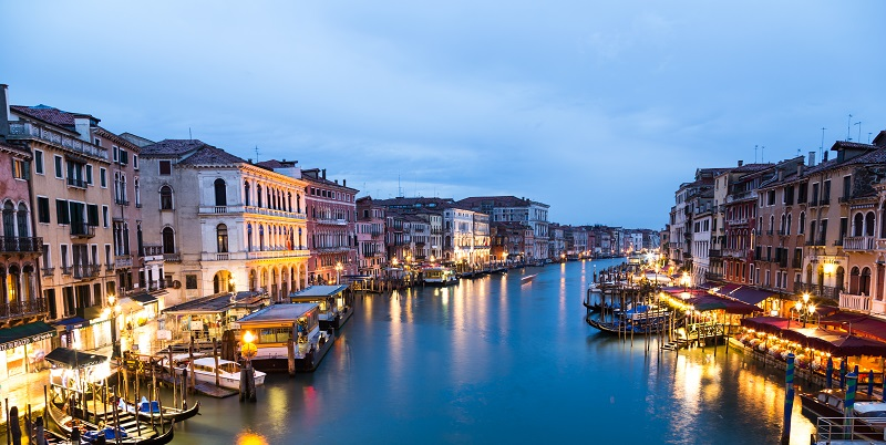 grand canal in venice italy at sunset_Swi3EydnMl