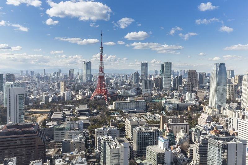 tokyo japan 19 february 2015 the tokyo tower in the kanto region and tokyo prefecture is the first largest metropolitan area in japan downtown tokyo is very modern with many skyscrapers_BDXxkLeu3Me