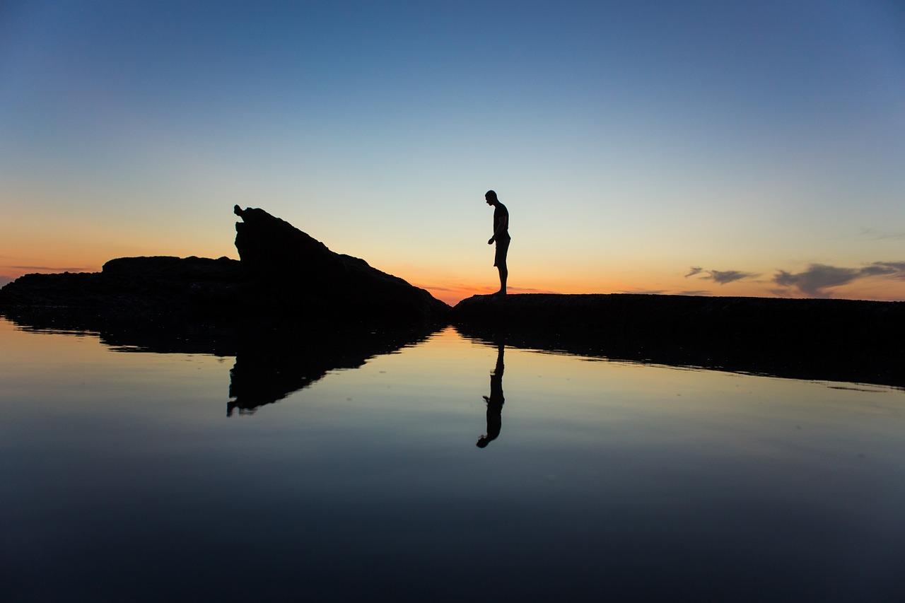 silhouette-1209151_1280